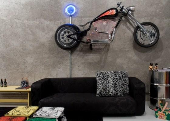 nas-paredes-da-dbox-voce-encontra-desde-pecas-de-arte-ate-um-modelo-de-moto-harley-davidson-1278974845938_560x400max-haus